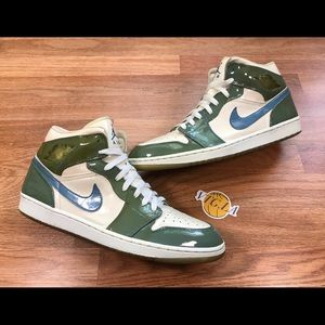VINTAGE NIKE AIR JORDAN 1 UNC PATENT LEATHER SZ 13